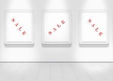 Leeren Sie weiße Wand mit Punktleuchten und säubern Sie Fußboden Stockfoto