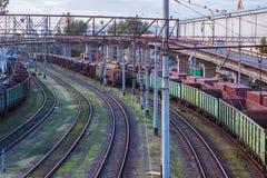 leeren Sie Züge im Seefrachtanschluß Stockfotografie