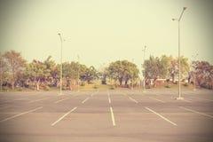 Leerer öffentlich Park des Parkplatzes im Freien - Weinleseeffektart Stockfotos