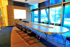 Leerer Büro-Konferenzsaal Lizenzfreies Stockbild