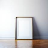 Leerer Bilderrahmen auf einer Wand Stockfotos