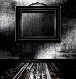 Leerer Bilderrahmen auf Wand Stockbilder