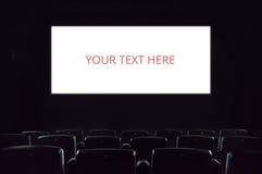 Leerer Bildschirm Leere Kinoleinwand am Filmtheater Stockfotografie