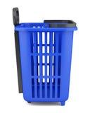 Leerer blauer Einkaufskorb lokalisiert auf Weiß Stockfoto