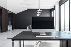 Leerer Computer im zeitgenössischen Büro Lizenzfreies Stockbild