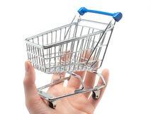 Leerer Einkaufswagen in der Palme einer Hand Lizenzfreies Stockfoto