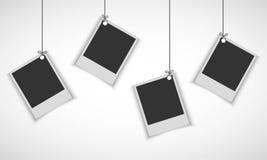 Leerer Fotorahmen, der an der Linie hängt Stockfotografie