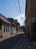 Leerer Frühsommertag der Straßen Lizenzfreie Stockfotografie