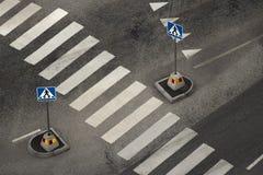 Leerer Fußgängerbereich und Straßenschilder stockbilder