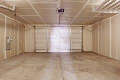 Leerer Garageninnenraum Stockbilder