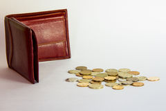 Leerer Geldbeutel und Münzen Lizenzfreie Stockfotografie