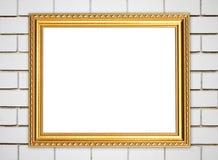 Leerer goldener Rahmen auf Ziegelsteinsteinwand Stockbilder