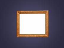 Leerer Goldrahmen auf blauer Wand Stockfotografie