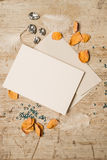 Leerer Gruß oder Einladungs-Karte und Umschlag Stockbild