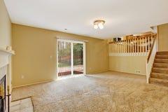Leerer Hausinnenraum Wohnzimmer Mit Arbeitsniederlegungsplattform  Lizenzfreie Stockfotografie