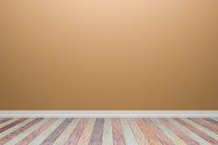 Leerer hellblauer Innenraum mit Bretterboden, für Anzeige von Lizenzfreie Stockfotografie