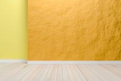 Leerer hellorangeer Innenraum mit Bretterboden, für Anzeige Stockfoto