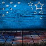 Leerer Innenraum mit Farben der amerikanischen Flagge Stockfotos