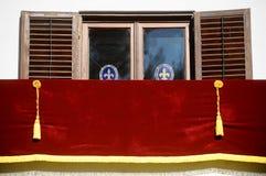 Leerer königlicher Balkon Stockfotos