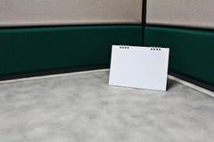 Leerer Kalender auf Schreibtisch Stockfoto