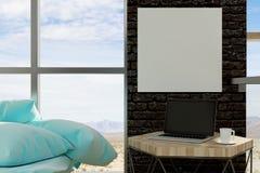 Leerer Laptop im Wohnzimmer Lizenzfreies Stockfoto
