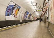 Leerer London-U-Bahnhof Stockbild