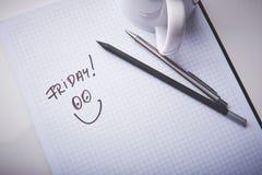Leerer Notizblock im Büro Snackzeit in einer Arbeit Bleistift und Stift als Werkzeuge der Schaffung Lizenzfreie Stockbilder