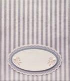 Leerer Papieraufkleber der Weinlese auf Hintergrund des gestreiften Musters des Retrostils Lizenzfreie Stockfotos