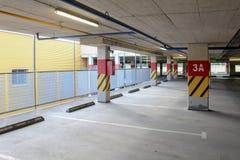 Leerer Parkplatzbereich Stockfotografie
