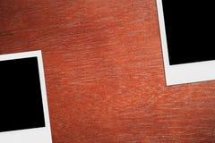 Leerer polaroidfoto-Rahmen auf dem Schreibtisch Stockbilder