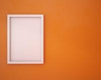 Leerer Rahmen auf orange Wand Lizenzfreie Stockbilder