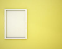 Leerer Rahmen auf Vanillepuddinggelbwand Lizenzfreies Stockfoto