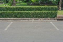 Leerer Raum im Parkplatz am allgemeinen Park Stockfotos