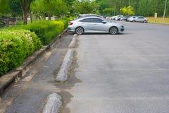 Leerer Raum im Parkplatz am allgemeinen Park Stockfoto
