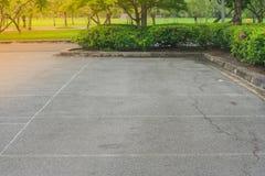 Leerer Raum im Parkplatz am allgemeinen Park Lizenzfreie Stockfotografie