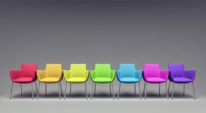 Leerer Raum mit bunten Stühlen 3d übertragen Stockfotografie