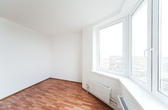 Leerer Raum mit Fenster Stockfotografie