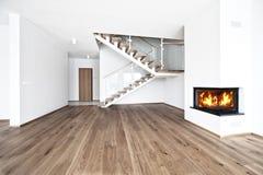 Leerer Raum mit Feuerplatz Stockbilder