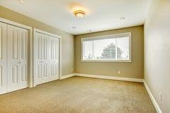 leerer hauptschlafzimmerinnenraum mit begehbarem schrank und badezimmer stockbild bild von. Black Bedroom Furniture Sets. Home Design Ideas