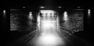 """Leerer Raum, Treppe oben, Aufzug, Rauch, Smog, Neonlichter, Laternen Ð¯Ð·Ñ ‹Ðº кГ ÑŽÑ-‡ Ð?Ð ² Ñ ‹Ñ… Ñ  Ð"""" Ð-¾ Ð ²: Englisch stockfoto"""