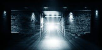 """Leerer Raum, Treppe oben, Aufzug, Rauch, Smog, Neonlichter, Laternen Ð¯Ð·Ñ ‹Ðº кГ ÑŽÑ-‡ Ð?Ð ² Ñ ‹Ñ… Ñ  Ð"""" Ð-¾ Ð ²: Englisch lizenzfreie stockfotografie"""