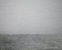Leerer Rauminnenraum mit Backsteinmauer und Steinboden Lizenzfreies Stockbild