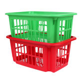 Leerer roter und grüner Plastikkorb lokalisiert Stockfotos