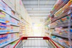 Leerer roter Warenkorb Stockfoto