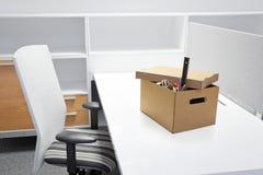 Leerer Schreibtisch nach Endpunkt der Beschäftigung. Lizenzfreie Stockfotos