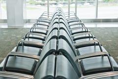 Leerer Sitzbereich im Flughafen Stockbild