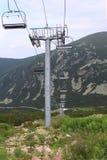 Leerer Ski-Aufzug lizenzfreies stockfoto