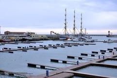 Leerer Sochi-Seehafen in der Winterzeit Sochi Russland stockfoto