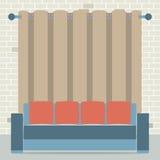 Leerer Sofa In Front Of Brown-Vorhang und Ziegelstein-Hintergrund stock abbildung