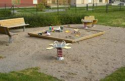 Leerer Spielplatz mit Spielwaren Lizenzfreie Stockfotografie